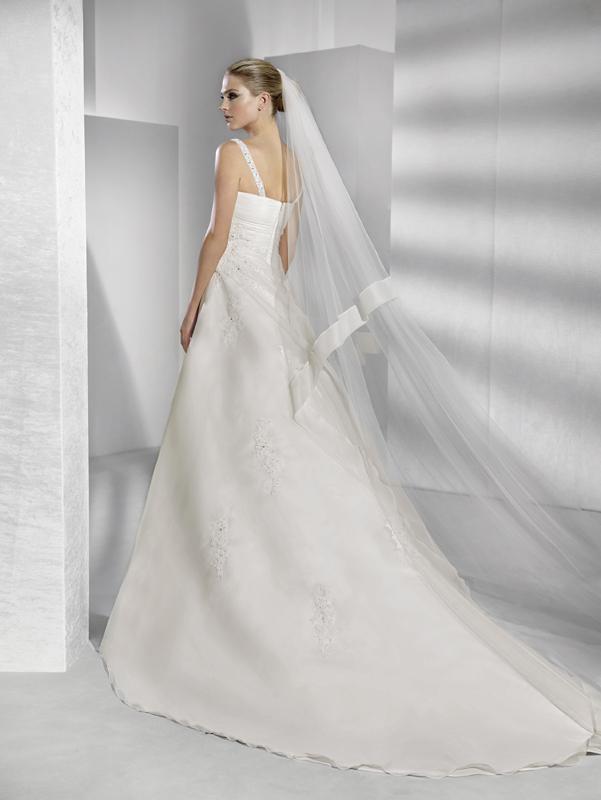 Sconti 30% Abiti Sposa Collezione 2012 c01cf9818ef