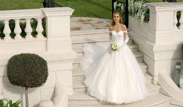 Vestiti Da Sposa 2018 Immagini.Abiti Sposa 2018 Caratteristiche E Dettagli Di Stile Diemme Sposi